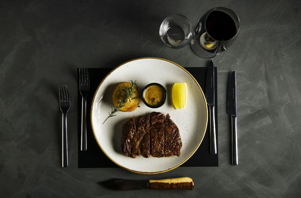 Video: How to pan-fry a medium-rare steak fast